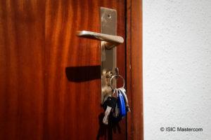 Porte avec clefs