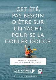 Affiche avec slogan : cet été pas besoin d'être sur un yacht pour se la couler douce.