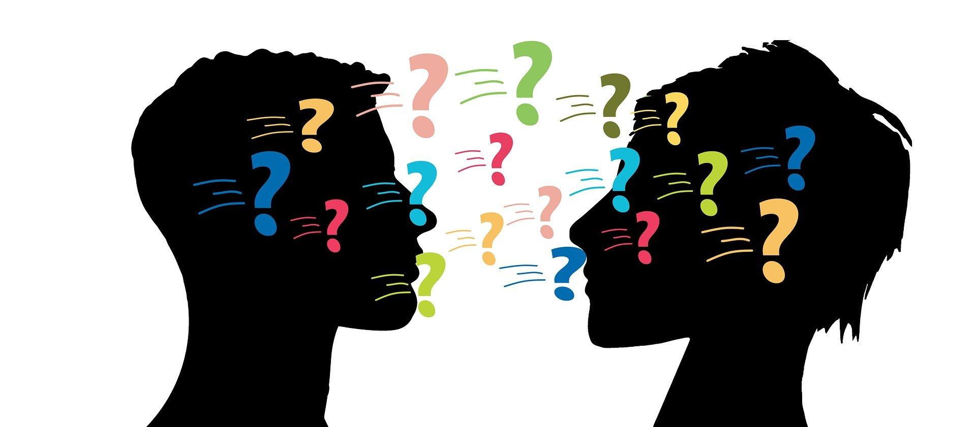 Illustration de deux visages accompagné de points d'interrogations